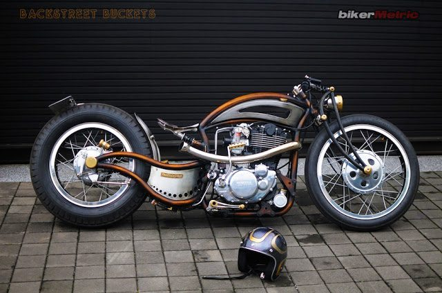custom helmet by backtreet buckets | sr400 chopper mark huang