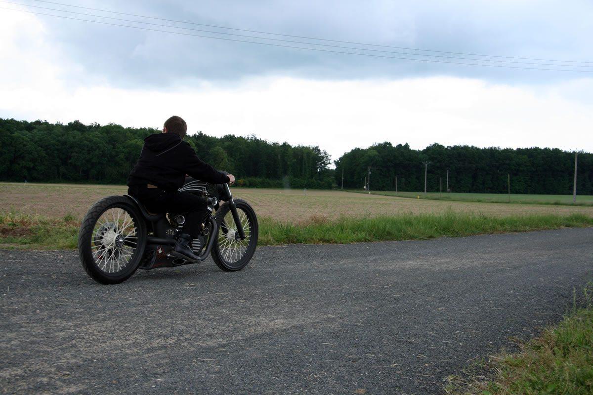 VX800 Suzuki Tracker with Rider